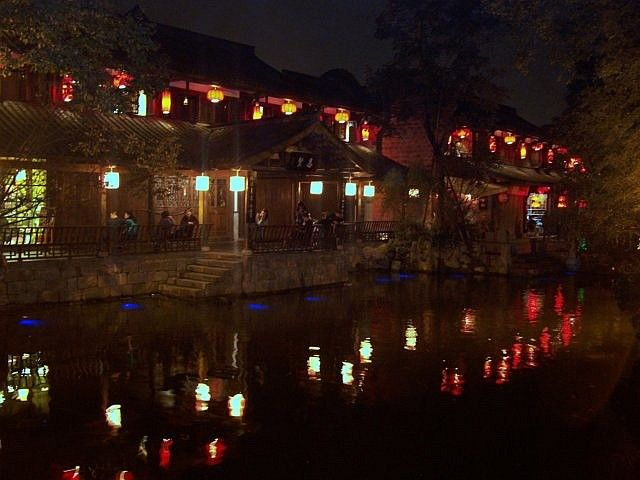 Jinli street - lanterns and reflections in water