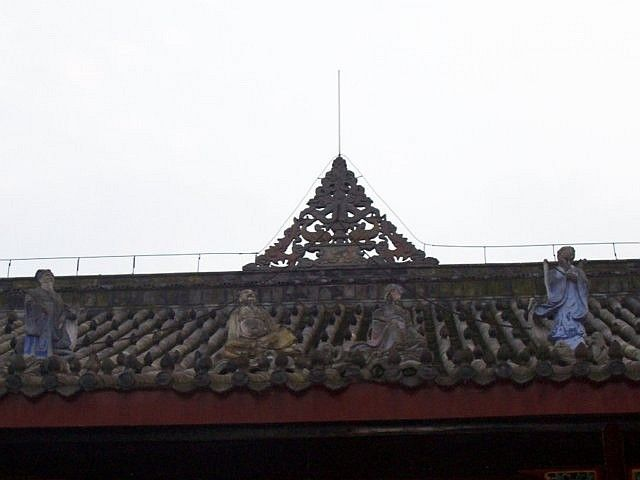 QingYang gong temple - Figures on a roof