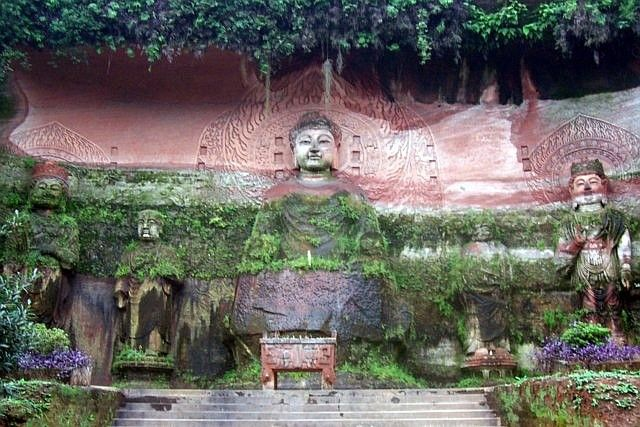 Leshan Buddhist site - Sculptures of Buddha with nimbus