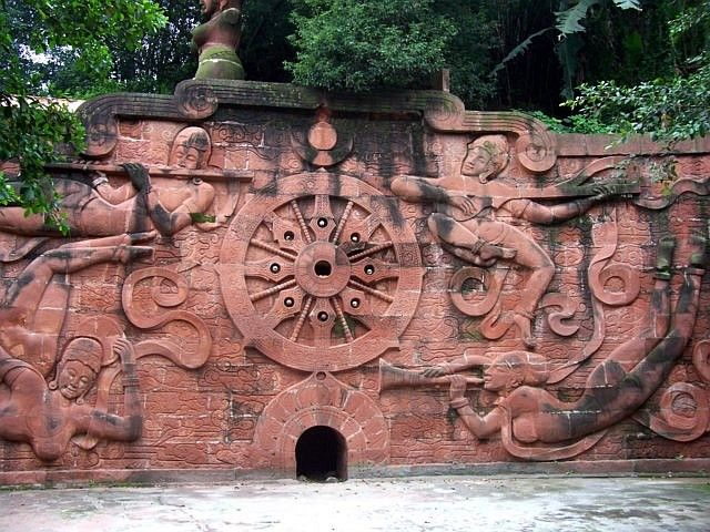 Leshan Buddhist site - Bas-relief of the wheel of the Law