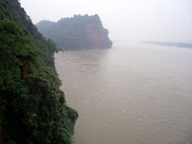Leshan Buddhist site - Rivers at the foot of the Great Buddha
