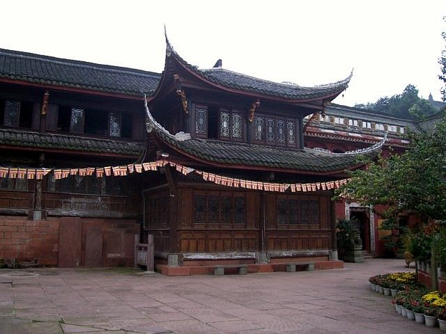 Leshan Buddhist site - Courtyard of Wuyou temple