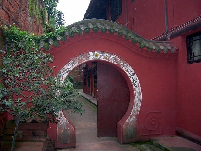 Leshan Buddhist site - Porch in Wuyou temple