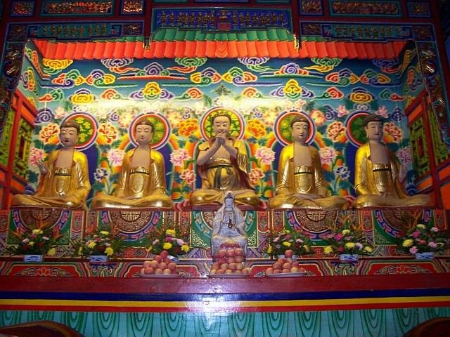 Leshan Buddhist site - Buddha and Bodhisattvas in Wuyou temple