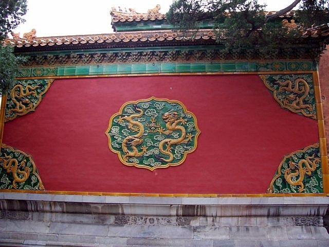 Forbidden city - Wall decorated with glazed earthenware patterns