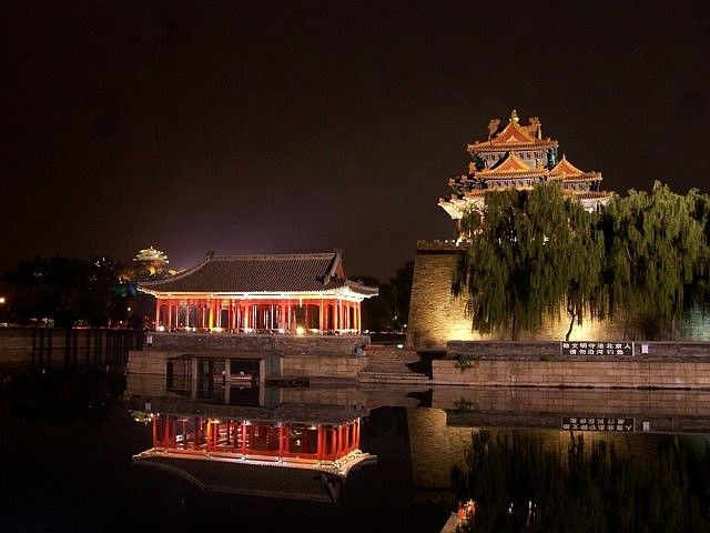 Forbidden city - Watchtower and walls around the western palaces by night