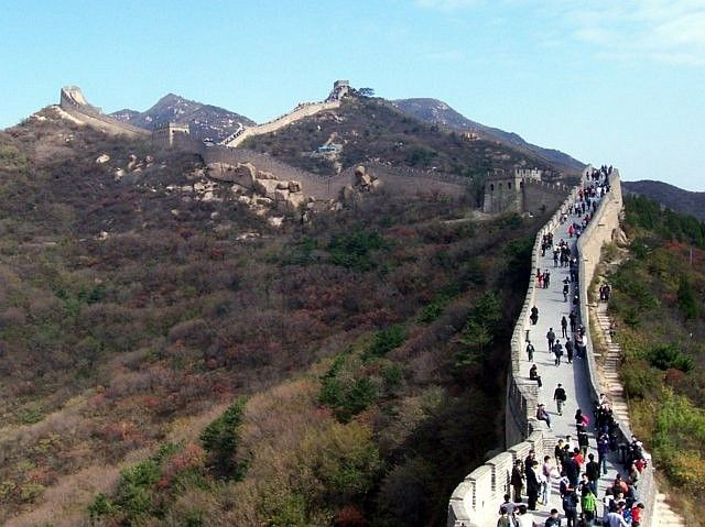 Badaling - numerous visitors on the great wall
