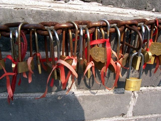 Juyong pass - how about a padlock to seal your love ?