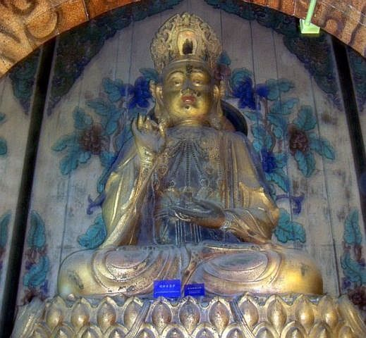 Summer palace - Statue of Buddha