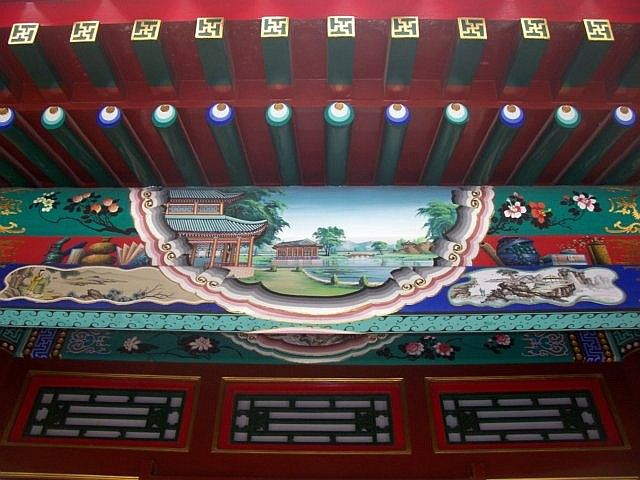 Summer palace - Beams decorated with landscapes