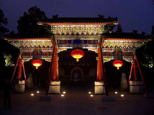 Beihai park - Paifang of the south gate, by night