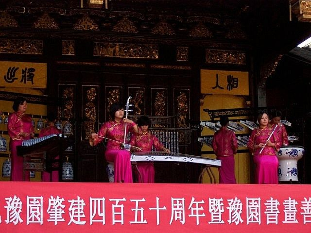 Yu garden - Concert with traditional instruments and clothes