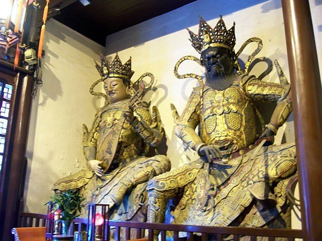 Jade Buddha temple - Heavenly kings, guardians of East and South