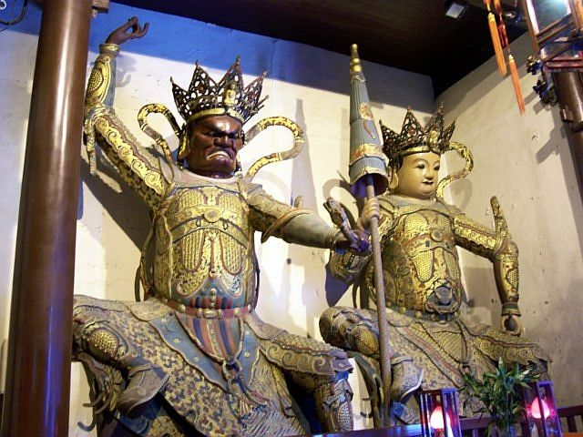 Jade Buddha temple - Heavenly kings, guardians of West and North