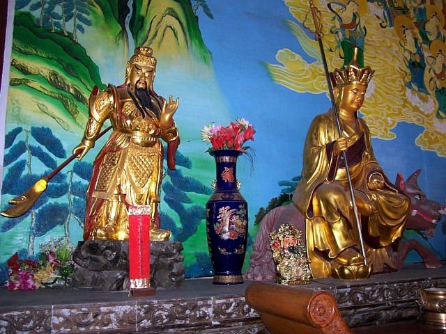 Temple of the north - Bodhisattva Ksitigarbha and guardian