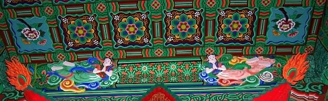 Beopjusa Buddhist temple - Zoom in on a painted beam