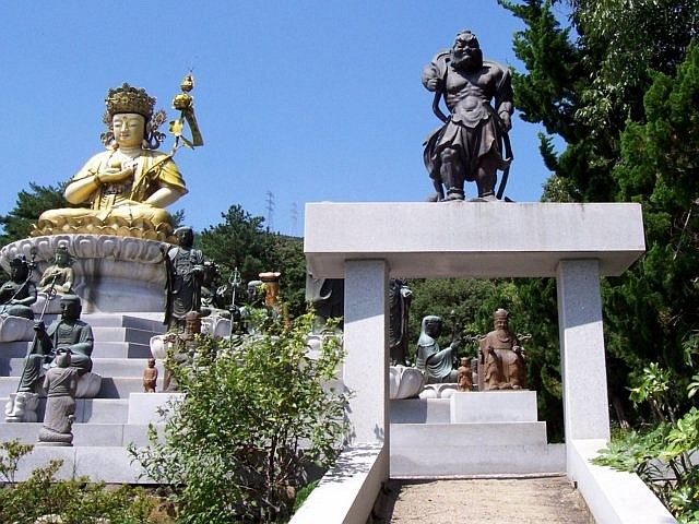 Beomeosa temple - Guardian (on the left)
