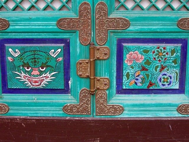 Tongdosa temple - Decorations on door
