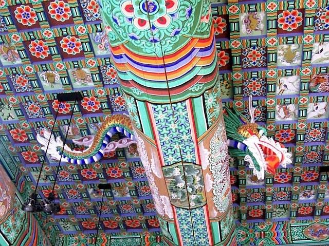 Bomunsa temple - Decorations of the ceiling and beams.
