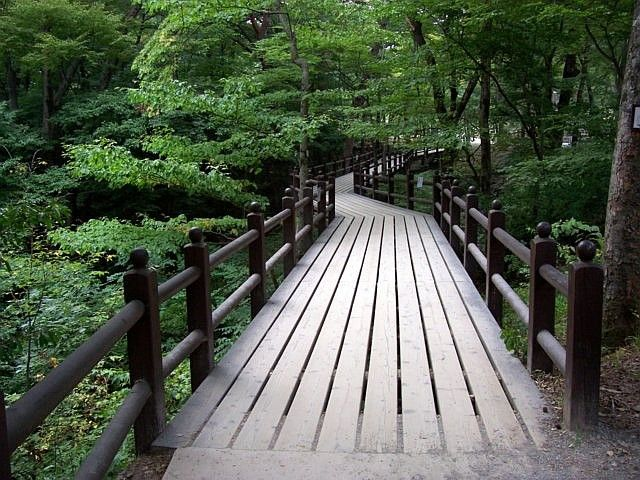 Haeinsa temple - Wooden footbridge