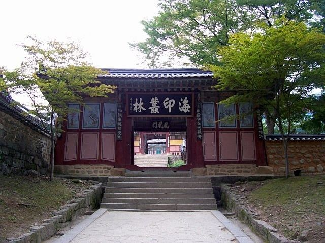 Haeinsa temple - Gate of the kings of Heaven