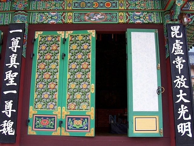 Haeinsa temple - Decorations of the doors