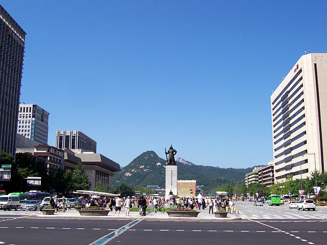 Sejongno avenue with statue of admiral Yi Sun-Sin