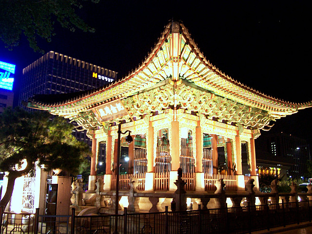 Central Seoul - Bigak pavilion at night