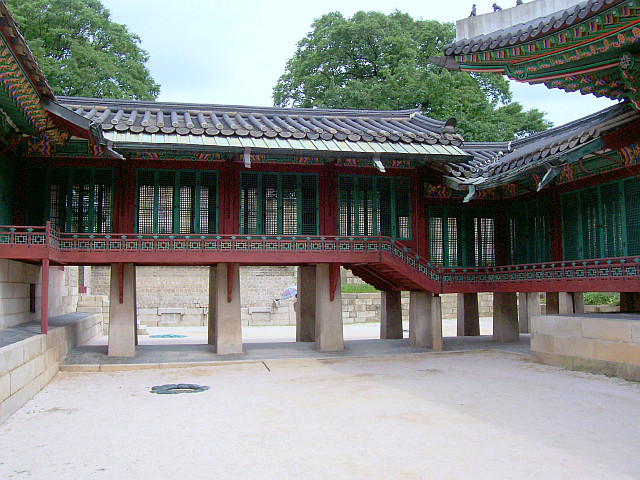 Changdeokgung palace - Corridor leading to the residence of the queen