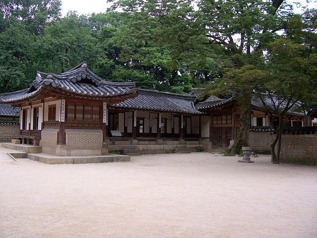 Changdeokgung palace - L-shaped buildings
