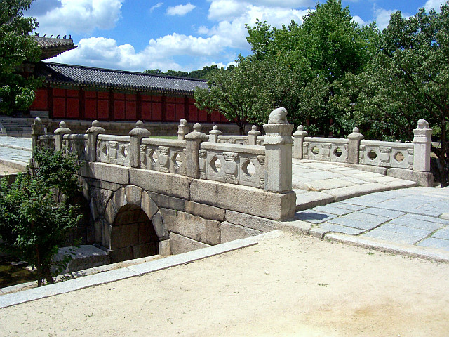 Changgyeonggung palace - Stone bridge