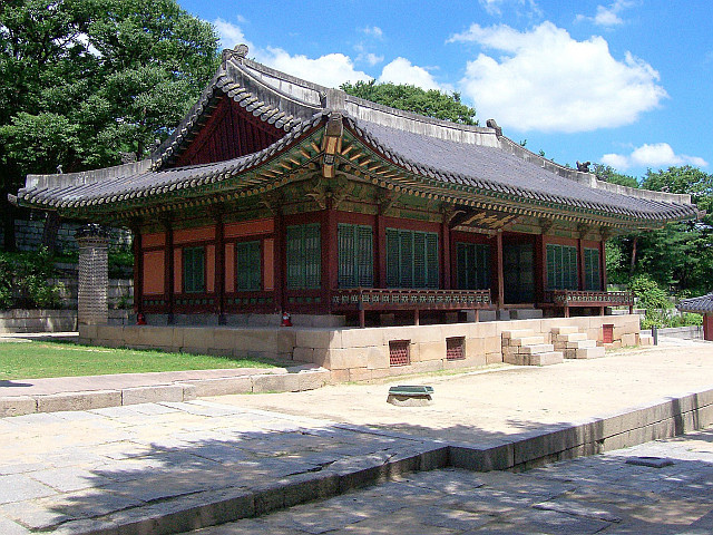 Changgyeonggung palace - Hall with curved roof
