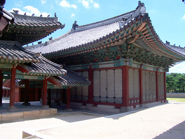 Changgyeonggung palace - Halls with porch