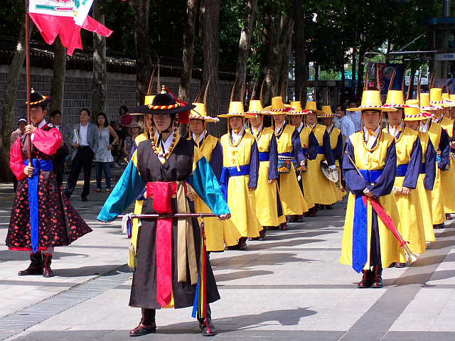 Deoksugung palace - Waiting guards