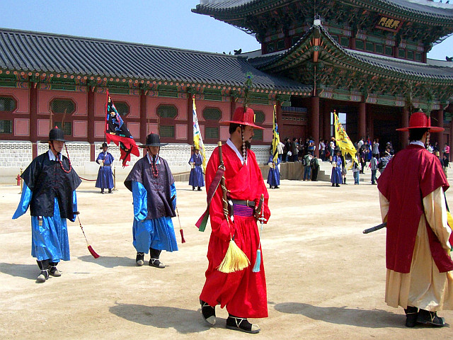Gyeongbokgung palace - Guards during the changing of the guard