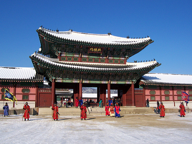 Gyeongbokgung palace - Entrance to the palace in winter