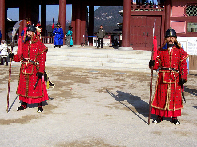 Gyeongbokgung palace - Guards on duty in winter