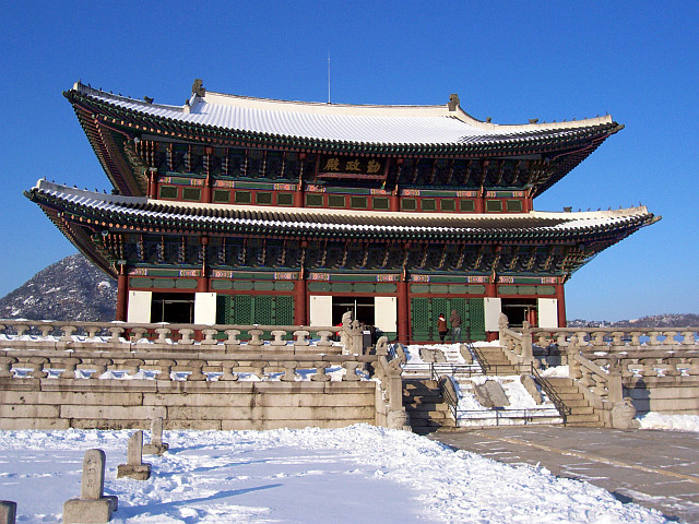 Gyeongbokgung palace - Geunjeongjeon under the snow