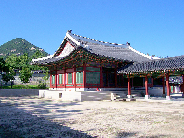 Gyeongbokgung palace - Pavilion with covered porch