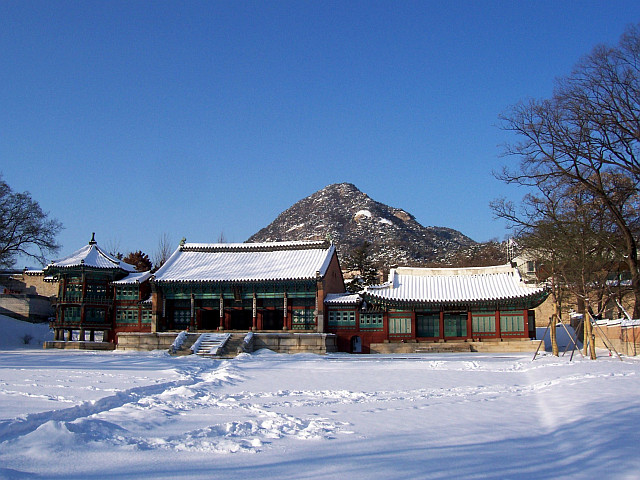 Gyeongbokgung palace - Set of pavilion in the snow