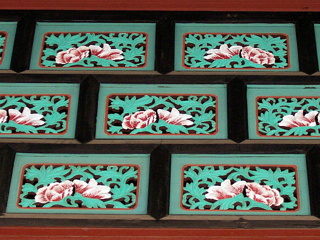 Gyeongbokgung palace - Decorations representing flowers