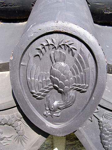 Gyeongheuigung palace - Tile representing the phoenix