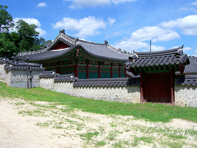 Compound wall of Gyeongheuigung palace