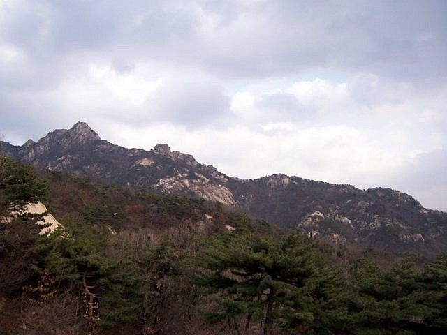 Sunggasa temple (Bukhansan) - view on the hills