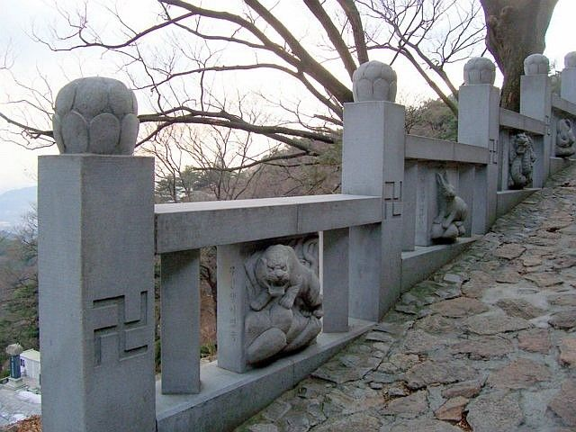 Sunggasa temple (Bukhansan) - balustrade