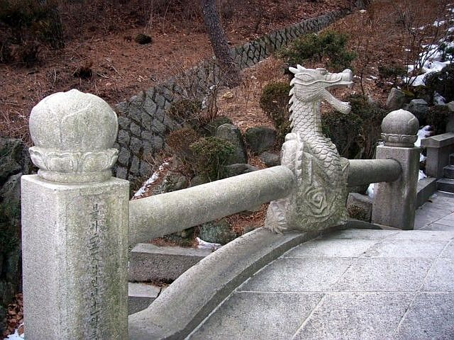 Sunggasa temple (Bukhansan) - dragon