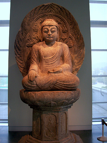 Seoul National museum - Statue of Buddha with nimbus