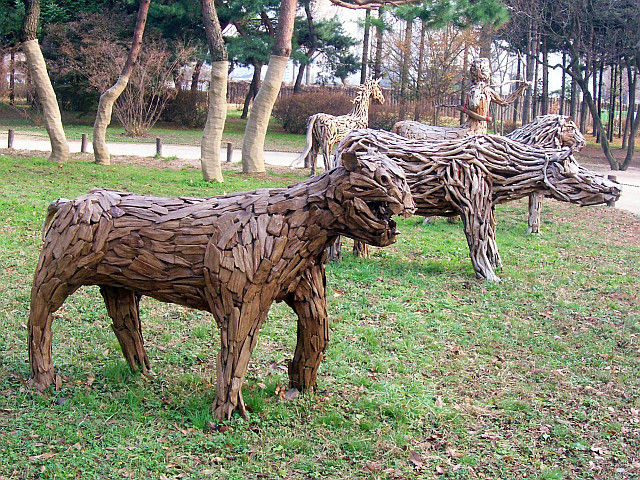 Amsa-dong - wooden animals