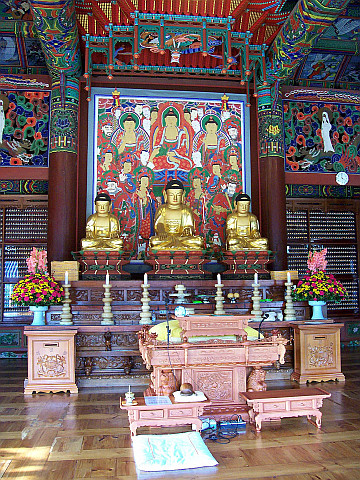 Bongeunsa temple - Inside of the main hall