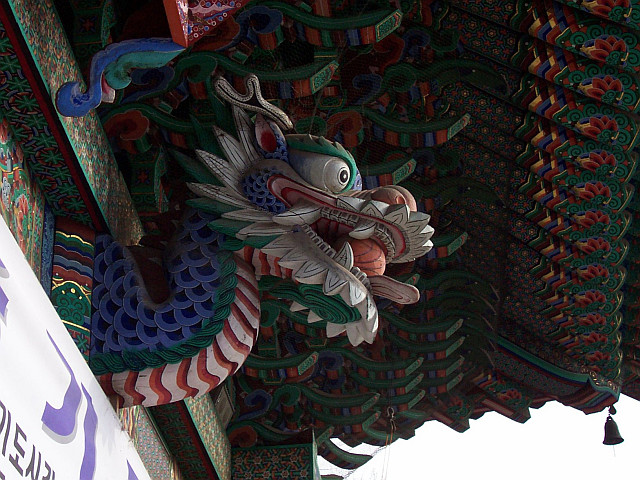 Bongwonsa temple - Dragon's head, with its ball of power